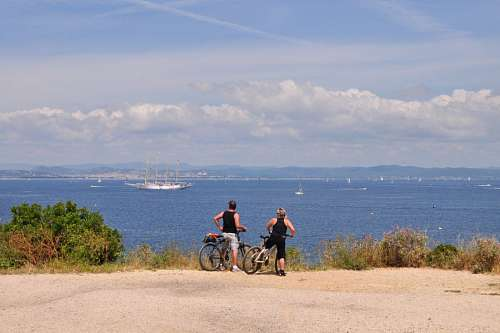 free images  Couple giving bicycle ride