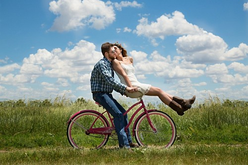 free images  Happy young couple on bike