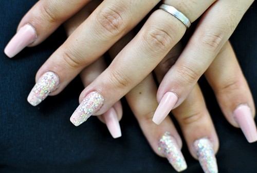 Acrylic nails with glitter