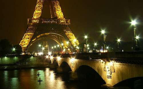 free images  Eiffel Tower night city