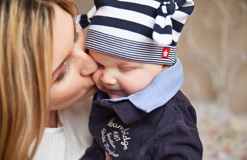 free images  Sincere love of mother and son