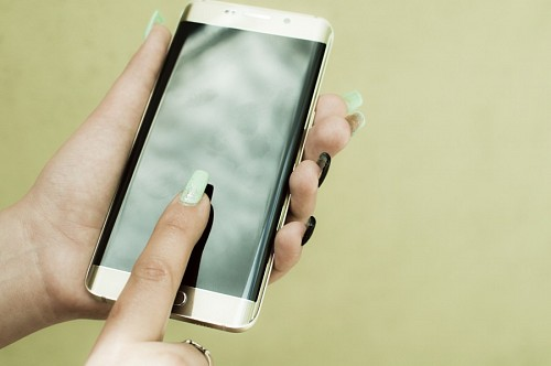 free images  Woman hands with curved Smartphone