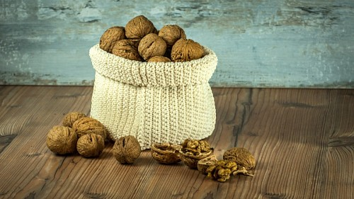 free images  Nuts in woven bag