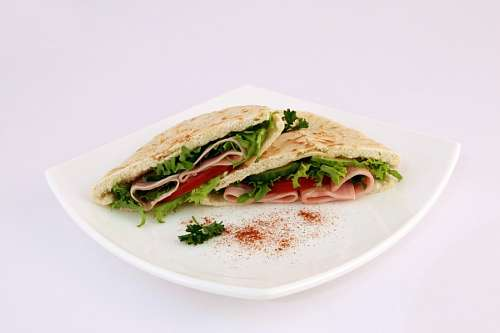 Ham, lettuce and tomate sandwich