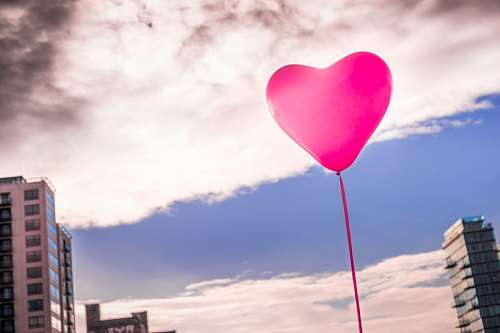 free images  Romantic balloon in the clouds