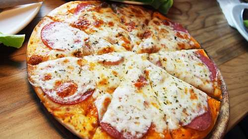 free images  Pizza with salami