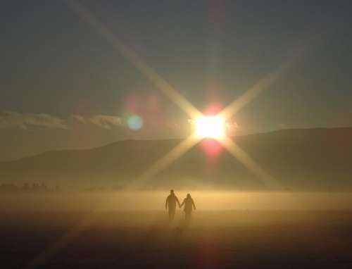 free images  Romantic walk under the glare of the sun