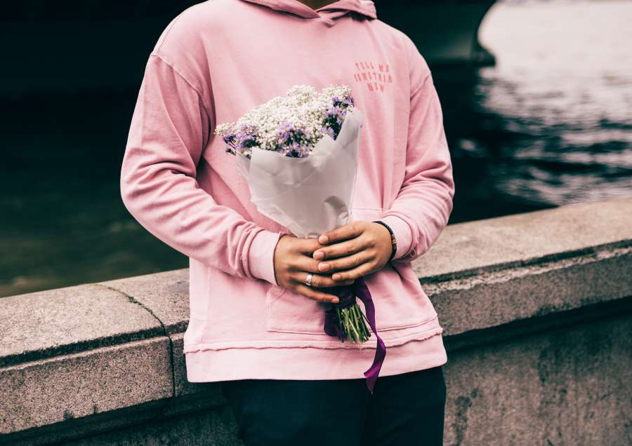 woman, gift, love, flower, flowers, bouquet, river, paris, france, sena, europe, rose, young, one person, people,