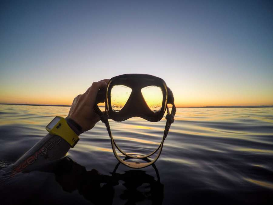 diving, mascara, summer, activity, sport, visor, dusk, sea, aquatic, hand, hold, man, diver,