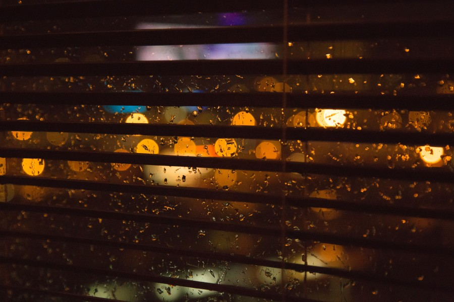 free images  Rain drops in the window