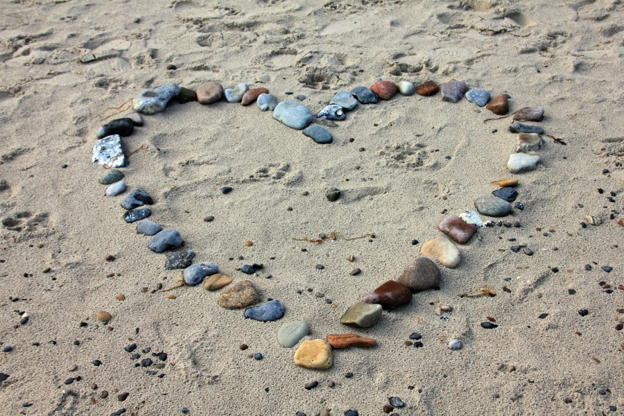 love images, love wallpapers, hearts, hearts, boyfriend, girlfriend, love, love, love, heart, red, white background, love, love romantic images hd, love images wallpaper hd, love hd picture, Beach, sand, stones, shapes, symbols, stones forming heart, decoration, valentines day, valentines day