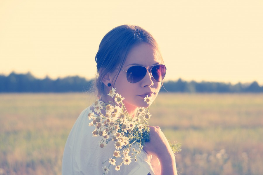 one person, people, woman, lens, lenses, young, outside, look, flower, flowers, bouquet, daisy, freedom, concept,