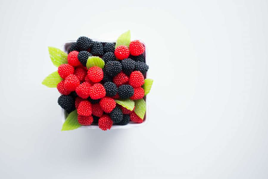 raspberry, raspberries, blackberry, berries, color, red, black, fruit, fruit, box, food, carry, white background,