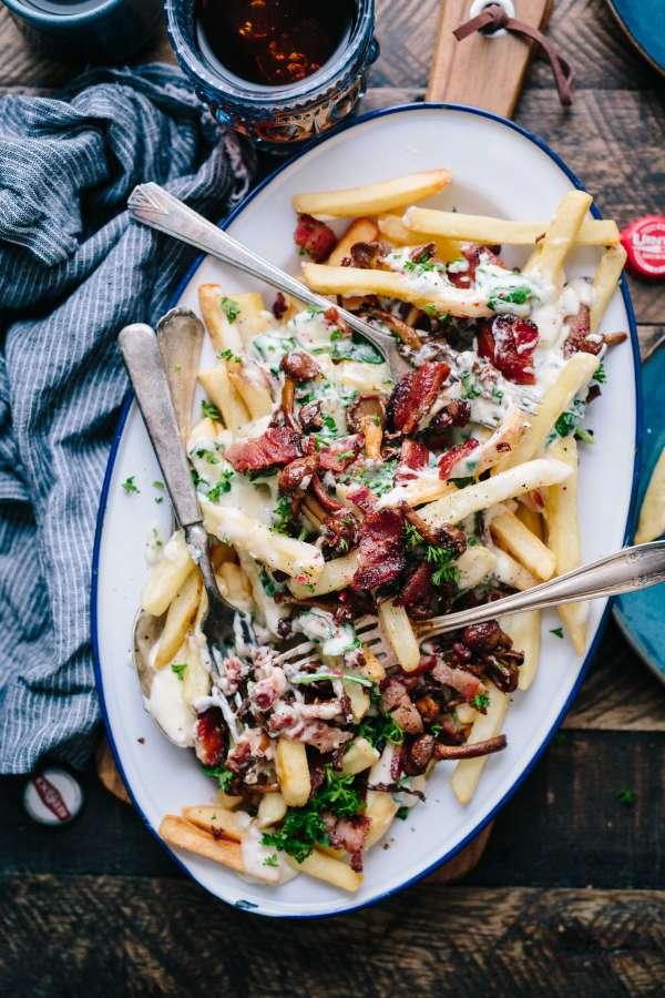 food, tray, plate, potato chips, sauce, bacon, bacon, cream, cheese, gourmet, potatoes, canes,