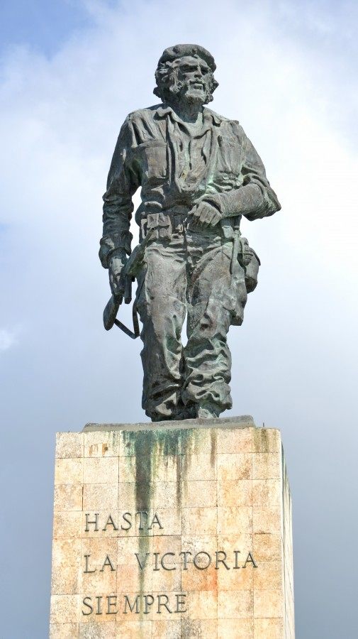 free images  Che Guevara statue and the mausoleum in Revolution Square at Santa Clara on Cuba
