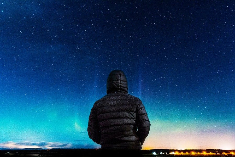 free images  Man watching the stars