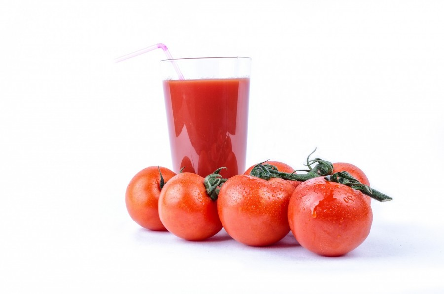 tomato, glass, white, meal, diet, snack, seasonal, gourmet, nutrition, cooking, food, edible, raw, isolated, vegetarian, ripe, natural, red, organic, drink, smoothie, vegetables, healthy, gastronomy, vitamin, beverages, juice, ingredient, fresh, filled, portion