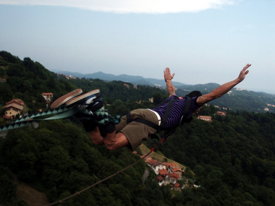 one person, people, man, young, adult, jump, jump, jumping, sport, extreme, danger, bungee, adrenaline, outdoor, outside, mountain,