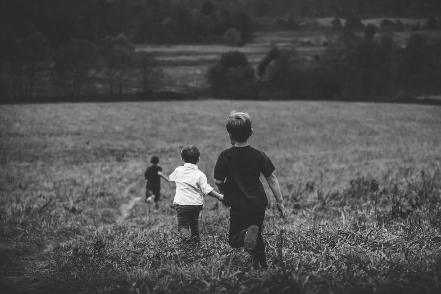 free images  Children running outdoors