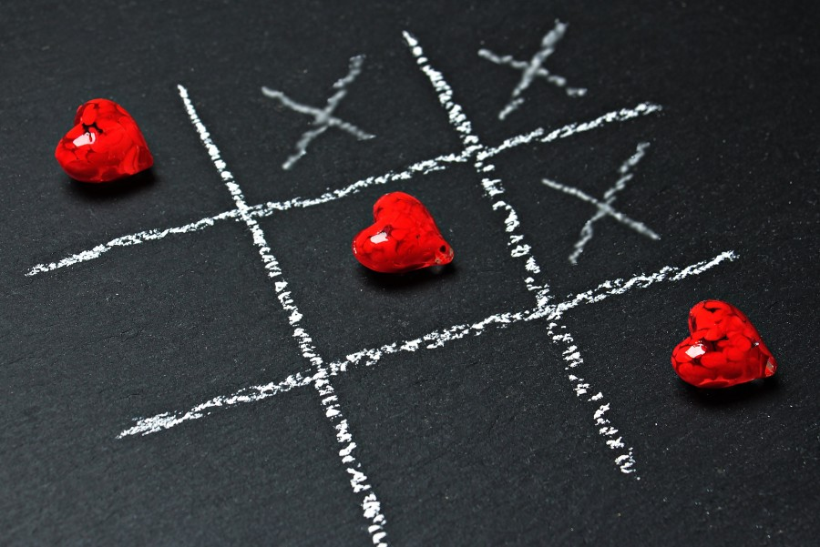 Tic tac toe heart for wallpaper, Noughts and crosses heart for wallpaper, tic-tac-toe, tic-tac-ti three enraya, cat play, play, play, blackboard, chalk white, hearts, red, black background, crosses, stripes, love , Wallpaper, wallpaper, love wallpaper, love images, wallpaper hd, screensaver