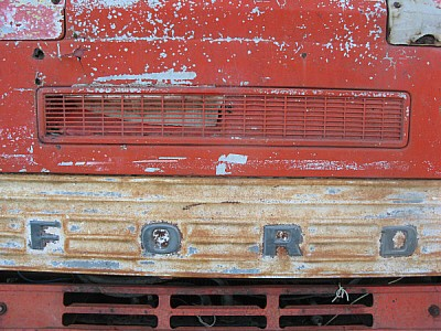 free images  Rusty Truck Front