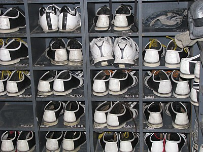 free images  shoe, shoes, footwear, order, ordered, shelf, shel