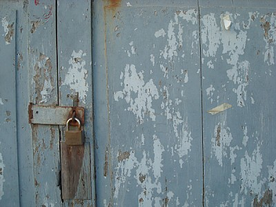 door, front view, close-up, timber, lock, rust, ru