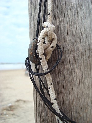 post, wood, front view, rope, ropes, old, old, urb