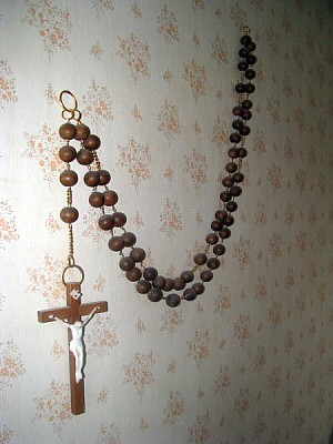 free images  prod06, interior, room, wall, cross, religion, Cat