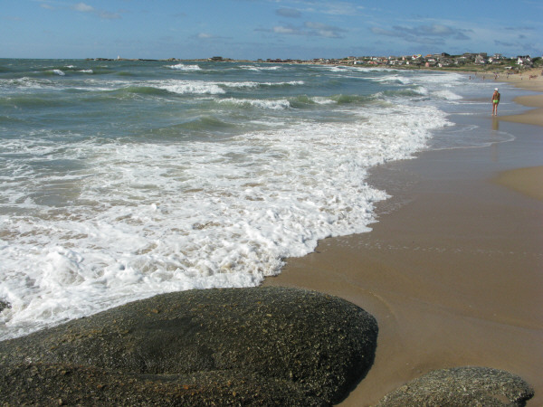 beach, sand, summer, day, outdoor, outside, front view, water, sea, coast, foam, out polonium, Uruguay, South america, america, latin america, landscape, city, looking, looking, looking, floor , rock, rocks, stone, stones,