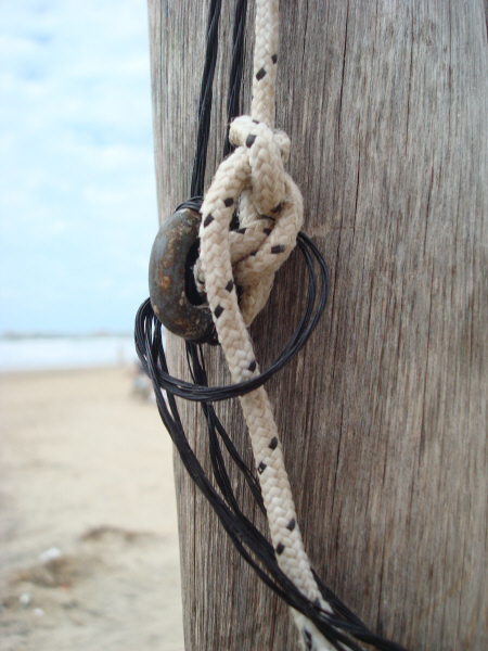 post, wood, front view, rope, ropes, old, old, urban, beach, coast, no, knot, knots, concept, concepts, idea, ideas, prod05