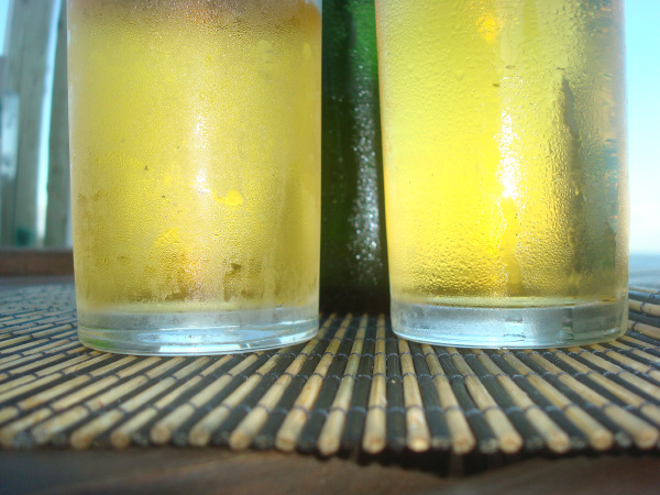 summer, vacation, relax, drink, beer, alcohol, alcoholic, alcoholic, foreground, glass, nobody, foam, fresh, fresh, cold, nobody, typical, typical, tradition, traditional, two, pair, couple, bar, prod05